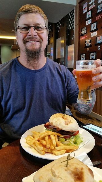 https://pixabay.com/fr/l-homme-le-d%C3%A9jeuner-burger-707817/