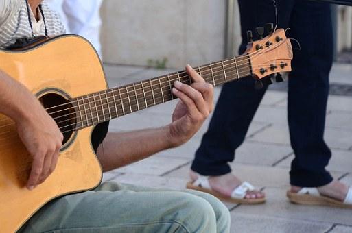 guitar-445387__340